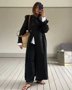Khaki Trench Coat, Trench Coat Outfit, Winter Trench Coat, Maxi Coat, Trench Coats, Minimalist Fashion Women, Minimalist Outfits, Minimalist Style, Black Coat Outfit