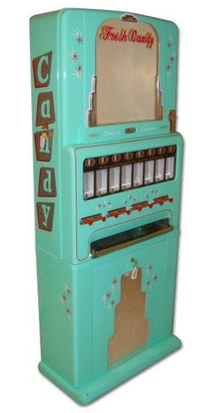 vintage candy machine...wow! i loved candy when i was little...used to get these amazing caramels from my dad's work! Mmmm