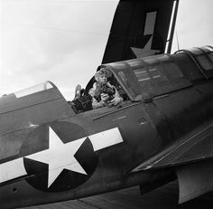 Berrett Gallagher in the rear seat of a Curtiss Helldiver after landing on their carrier, January 1945 Navy Aircraft, Aircraft Photos, Military Aircraft, Uss Hancock, Naval Aviator, Fixed Wing Aircraft, Aircraft Propeller, Hells Angels, Thing 1