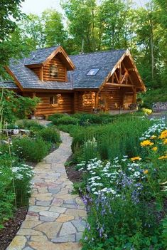 30 Natural Cheap Little Rustic Wooden House That Defines Beauty - Decor Units Log Cabin Living, Log Cabin Homes, Cottage Homes, Log Cabins, Small Rustic House, Tiny House Cabin, Timber House, Wooden House, Cabins In The Woods
