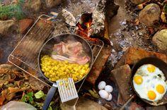 Bålmad i efterårs vejr. spejlæg og bacon