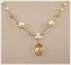 Collar de perlas Teardrop tono dorado Trinidad por BridalDiamantes, $33.00