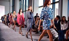Michael Kors abbigliamento primavera estate 2017: Foto - http://www.beautydea.it/michael-kors-abbigliamento-primavera-estate-2017-foto/ - Sfogliamo le foto della nuova collezione Michael Kors A/I 2016 2017 e scopriamo tutti i look della sfilata del brand alla New York Fashion Week!