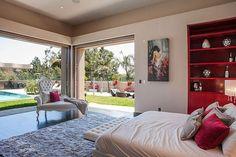 Por R$ 50,1 milhões, Rihanna põe à venda sua mansão em LA; faça o tour - Vogue | Lifestyle