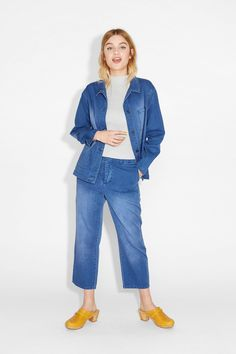 Complete with cargo pockets and coppery buttons, this washed denim dungaree dress has playful magic to it.