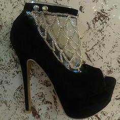 Stunning Black Stilettos w Chain Stunning stilettos Shoes Heels