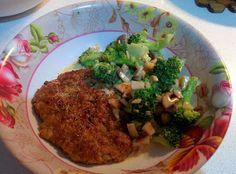 Biff gjord på fläskkött. Stekt broccoli med lök och vitlök