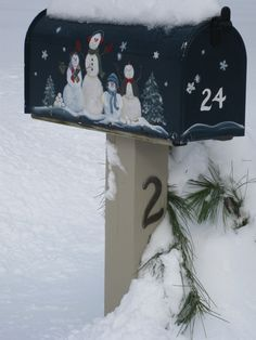 Paint your mailbox for each season, its only 4 screws! Or better yet have 4 different mailboxes :) Cool Mailboxes, Painted Mailboxes, Christmas Mailbox Decorations, Holiday Decor, Diy Mailbox, Mailbox Ideas, Homemade Crafts, Diy Crafts, Magnetic Mailbox Covers