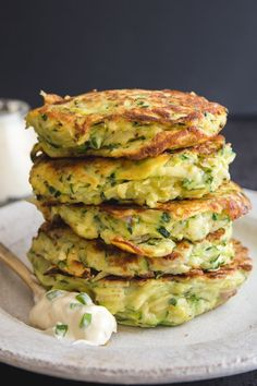 Zucchini Patties, Veggie Patties, Zucchini Fritters, Vegetable Side Dishes, Vegetable Recipes, Veggie Side, Easy Zucchini Recipes, Healthy Recipes, Salmon Recipes