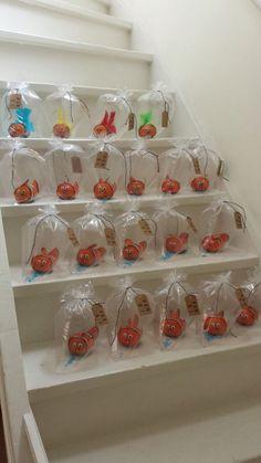 Nemo van mandarijn, Nemo of a tangerine. An easy healthy treat. Using white and… Kids Birthday Treats, Boy Birthday, Birthday Parties, Healthy Birthday Treats, Mermaid Birthday, Party Treats, Party Snacks, Party Gifts, School Treats