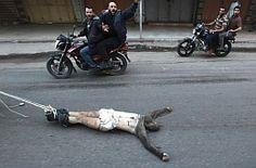 espiaba para Israel y es atado a una moto y arrastrado por las calles...