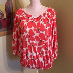 Updated Pics! Old Navy Red Poppy Flower Top, M Old Navy medium red poppy top, 3/4 sleeves with elastic at the end of the sleeves and the bottom of the top. Flowy, soft and comfortable top! Great with jeans or shorts! Fits between a medium and a large! Old Navy Tops
