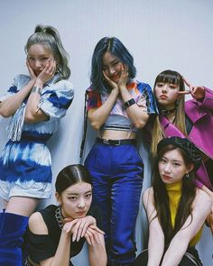 Photo album containing 4 pictures of ITZY South Korean Girls, Korean Girl Groups, Mode Kpop, Sana Momo, K Pop Star, Fashion Couple, Going Crazy, Kpop Groups, K Idols