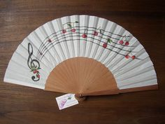 Abanicos pintados a mano... Diy And Crafts, Arts And Crafts, Paper Crafts, Painted Fan, Hand Painted, Hand Held Fan, Hand Fans, Chinese Fans, Fan Decoration