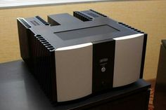 Mark Levinson 532 amplifier