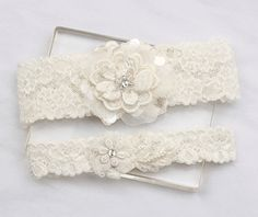 Ivory lace wedding garter set - Lace appliques, organza petals and various hand-beaded beads, pearls and rhinestone on delicate embroidered lace, match the ivory stretchy lace band.  *** CUSTOM ORDER *** Please choose your thigh size (where you will be wearing the garter) and leave your wedding date(for a timely delivery) in the note to seller box during your checkout.  ** This listing is for the garter set - including the keepsake and tossing garters. ** Comes with a pink box. ** Floral…