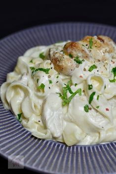 Paste cu pui si sos Alfredo - Another! Easy Pasta Recipes, Baby Food Recipes, Healthy Recipes, Easy Cooking, Cooking Recipes, Desert Recipes, Love Food, Food Porn, Food And Drink