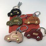「刻印無料」自動車のヌメ革キーホルダー(2種類の金具、5色革、タイヤ金具3種類からお選び下さい!!)世界最高峰栃木レザーヌメ革の風合い