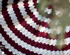 crochet christmas tree skirt pattern free – Knitting Tips Christmas Tree Skirts Patterns, Crochet Christmas Trees, Christmas Crochet Patterns, Holiday Crochet, Christmas Crafts, Crochet Snowflakes, Christmas Ideas, Christmas Lights, Thanksgiving Crochet