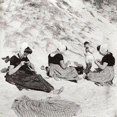 Dutch women knitting on the beach in Zeeland, 1930s, by Eva Besnyö  Thanks @Raina Moore Trider