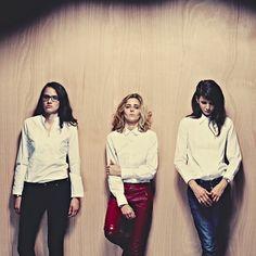 """Kim? Parisli üç müzisyen kadının bir araya gelmesiyle oluşan Fransız folk-rock grubu Nerede? Salon Ne zaman? 19 Nisan Cuma, saat 22:30′da Neden? 1. Müzik dünyasındaki erkek egemen düzene şarkılarıyla başkaldıran bu üç kadını """"Silent Veil"""" adlı şarkıları ile tanıdınız ve konserlerini sabırsızlıkla bekliyorsunuz. 2. The Beatles, Patti Smith, Eric Clapton ve Janis Joplin gibi hayranı [...]"""
