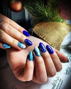 "𝓝𝓪𝓲𝓵𝓼 𝓫𝔂 𝓢𝔃𝓪𝓷𝓭𝓲 on Instagram: ""𝓣𝓾̈𝓻𝓴𝓲𝔃& 𝓴𝓮́𝓴💙❄️💎🎄 #christmasnails #karácsonyikörmök #csillogósköröm #kékköröm #türkizköröm #flitternails #combimanicure #nails…"" My Favorite Things, Nails, Beauty, Instagram, Finger Nails, Ongles, Beauty Illustration, Nail, Nail Manicure"