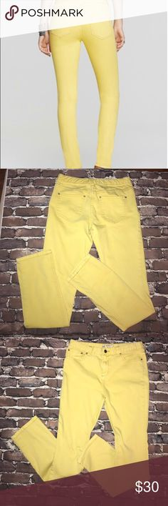 "FP~FREE PEOPLE~ Yellow High Waist Skinny Jeans 29 Measurements flat W 15"" across, L 40"", inseam 31"", rise front 9.5"", back 12"", hips 17.5"", leg opening 6.5"". Made of 78% cotton/20% polyester/2% spandex for just the right amount of stretch.. amazing with all black or with a chambray or print top that has a similar yellow color included. Good gently worn condition. Free People Jeans Skinny"