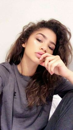 zendaya coleman ~ zendaya + zendaya style + zendaya coleman + zendaya aesthetic + zendaya outfits + zendaya makeup + zendaya hair + zendaya and jacob elordi Estilo Zendaya, Zendaya Style, Zendaya Fashion, Pretty People, Beautiful People, Zendaya Maree Stoermer Coleman, Curly Hair Styles, Natural Hair Styles, Pelo Afro