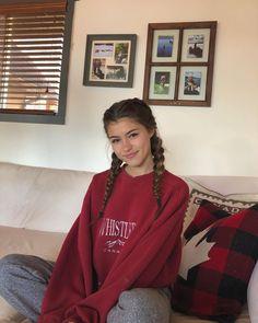 More cottage pics💘 Teenage Girl Photography, Girl Photography Poses, Aesthetic Girl, Aesthetic Clothes, Nature Aesthetic, Girl Pictures, Girl Photos, Look Fashion, Fashion Outfits