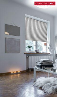 plisy - białe żaluzje plisowane - jasne wnętrza - drewniana podłoga - białe meble - minimalistyczne wnętrza - różnorodność tekstur - żeby kupić plisy wejdź http://sklepzoslonami.pl/systemy-oslonowe/plisy.html