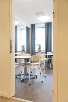 """""""KLASSE PRODUKT. EINFACH, EFFEKTIV, STYLISCH. WIR WERDEN VIEL DARAUF ANGESPROCHEN. UNSER TEAM IST BEGEISTERT."""" Office Desk, Furniture, Home Decor, Acoustic, Felt, Simple, Desk Office, Decoration Home, Desk"""