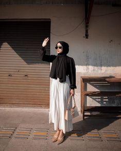 Casual Hijab Outfit, Ootd Hijab, Hijab Dress, Cute Casual Outfits, Simple Outfits, Muslim Fashion, Modest Fashion, Longdress Hijab, Black Hijab