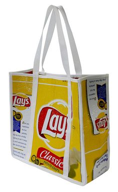 TerraCycle turns your Frito-Lay Wrappers into Chic Tote Bags - Green Talk® Potato Chip Cutter, Plastic Bag Crafts, Plastic Bags, Crafts To Make, Fun Crafts, Lays Potato Chips, Frito Lay, Reduce Reuse Recycle, Feed Bags