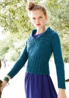 Petrolfarbener Pullover mit Zopfkragen, stricken mit Rebecca - mein Strickmagazin und ggh-Garn Topas (41% Wolle/ 32% Polyacyrl/ 18% Polyamid/ 9% Alpaka). Garnpaket zu Modell 28 aus Rebecca Nr. 52