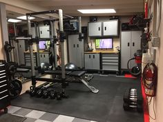 My multi-purpose home gym Home Gym Basement, Home Gym Garage, Diy Garage, Gym Room At Home, Garage House, Garage Shop, Small Home Gyms, Gym Decor, Small Garage