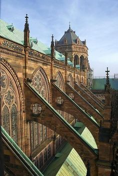 Flying Buttresses of Strasbourg Cathedral, France-prettier than any in Paris Gothic Architecture, Beautiful Architecture, Beautiful Buildings, Beautiful Places, Cathedral Architecture, Historical Architecture, Wonderful Places, Architecture Design, Arc Boutant