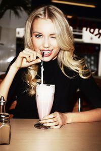 Milkshake Remix, Mac n Cheese Urbanchaos por R Hay 7 na SoundCloud Milk Shakes, Good Looking Women, Coffee Girl, Blonde Model, Foto Instagram, Sexy Girl, Female Poses, Foto E Video, Photo Art