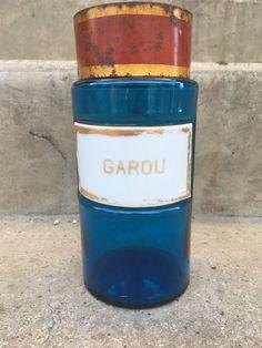 Le chouchou de ma boutique https://www.etsy.com/fr/listing/280657630/ancien-flacon-pot-a-pharmacie