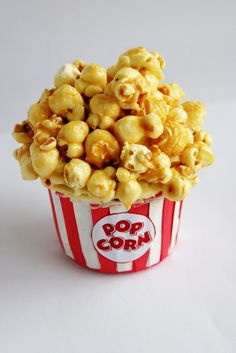 """I like the idea of using marshmellows as the """"popcorn"""" on cupcakes, but this could be fun to. Caramel popcorn on top- its like two desserts in one! Popcorn Cupcakes, Fun Cupcakes, Cupcake Cookies, Movie Cupcakes, Cupcake Cupcake, Themed Cupcakes, Cupcake Wrappers, Tasty, Yummy Food"""