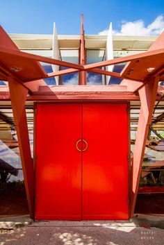 Taliesin West - Frank Lloyd Wright's Home & Studio, Scottsdale AZ - Entrance - Nice use of overhead space Frank Lloyd Wright Buildings, Frank Lloyd Wright Homes, Urban Architecture, Organic Architecture, Architecture Organique, Falling Water House, Modern Entrance Door, Usonian, Scottsdale Arizona