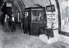 © Brangulí / Arxiu Nacional de Catalunya La estación de Jaume I en septiembre de 1933. Hoy integrada en la línea 3, esta estación había sido originalmente la penúltima del ramal II del Gran Metro, que desde Aragó tomaba hacia la plaza de Urquinaona y, bajo la Via Laietana, seguía hasta Correus.