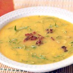 Receita de Sopa de Abóbora com Couve - 3 xícaras (chá) de abóbora japonesa cozida(s), 150 gr de couve manteiga em tiras, 1 unidade de cebola em cubos pequen...