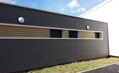 Habillage de façade en bois composite claire-voie innovant