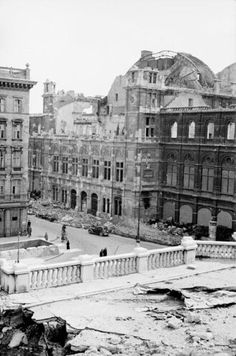 Vienna Opera 1945 Sweet Lorraine, Old Photographs, White Horses, Vienna Austria, Old Pictures, Time Travel, World War Ii, Old World, American History