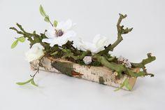 Decoratie voor op tafel, dressoir, vensterbank. Natuurlijk materiaal met zijde bloemen zodat het lang mooi blijft en makkelijk in ondehoud. Meer decoratie op www.decoratietakken.nl
