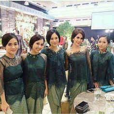 New Wedding Dresses Modern Green Ideas Kebaya Lace, Kebaya Hijab, Batik Kebaya, Kebaya Dress, Batik Dress, Kebaya Muslim, Kebaya Wedding, Muslimah Wedding Dress, Hijab Bride