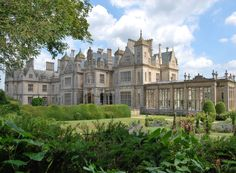 Stoke Rochford Hall in Grantham, Lincolnshire, England, UK Beautiful Castles, Beautiful Buildings, Beautiful Places, English Manor Houses, English House, Casa Steampunk, Uk Holidays, Stay The Night, Interior Exterior
