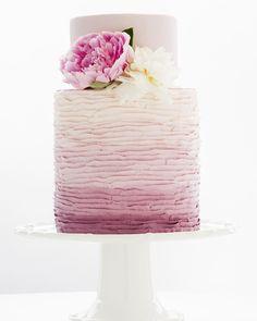edding cake from our pastry chef #deuxgourmandes #2g #traiteur #traiteurqc #patisserie #pastrychef #weddingcake #wedding #mariage