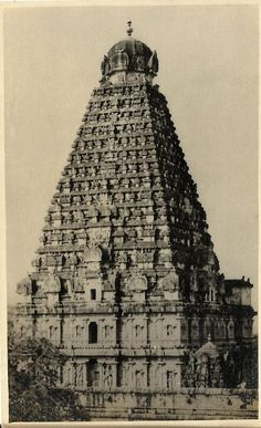 Heritage of India: Thanjavur Brihadeeswarar Temple vintage postcard Indian Temple Architecture, India Architecture, Ancient Architecture, Temple India, Hindu Temple, History Of India, Vintage India, Hindu Art, Rare Pictures