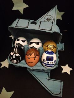 In honor of Spring, we're love this creative Star Wars spaceship blown Easter egg artwork Funny Easter Eggs, Funny Eggs, Easter Egg Dye, Easter Egg Crafts, Hoppy Easter, Bunny Crafts, Art D'oeuf, Star Wars Crafts, Easter Egg Designs